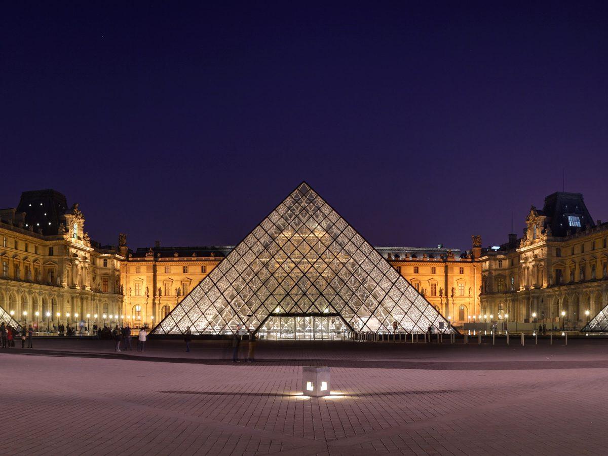 musee du Louvre - pyramide exterieur