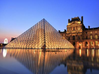 location Musée du Louvre Exterieur Pyramide