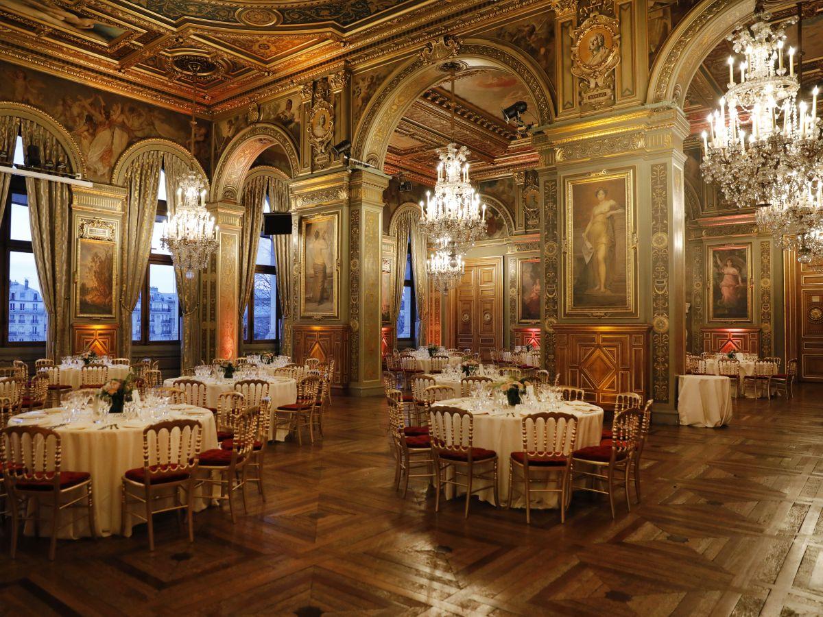 dîner assis - organisation de dîners de prestige - lieux prestigieux - traiteur de luxe